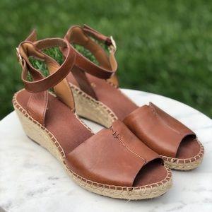Clark's Atisan Tan sandals